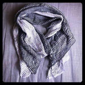 Black/grey/silver 🧣 scarf